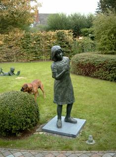 bronze beeld tuin